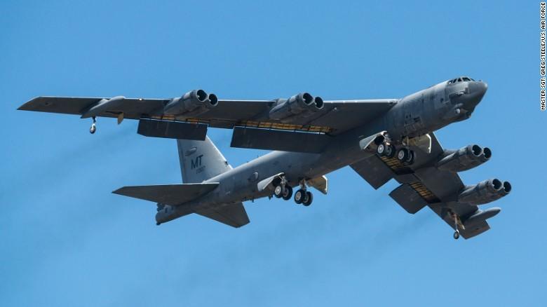 Máy bay ném bom B-52 Stratofortress của Mỹ. Ảnh: CNN