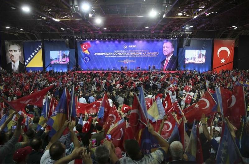 Tổng thống Thổ Nhĩ Kỳ Erdogan vận động tranh cử trước khoảng 12.000 người Thổ ở Sarajevo (Bosnia và Herzegovina) ngày 20-5. Ảnh: REUTERS