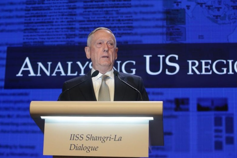 Bộ trưởng Quốc phòng Mỹ James Mattis phát biểu tại Đối thoại Shangri-La tại Singapore sáng 2-6. Ảnh: STRAIT TIMES