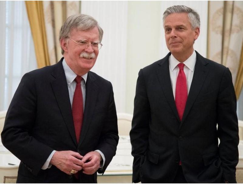 Cố vấn an ninh quốc gia Mỹ John Bolton (trái) và đại sứ Mỹ tại Nga Hunstman trong cuộc gặp Tổng thống Nga Vladimir Putin và Ngoại trưởng Nga Sergey Lavrov tại Điện Kremlin (Nga) ngày 27-6. Ảnh: REUTERS