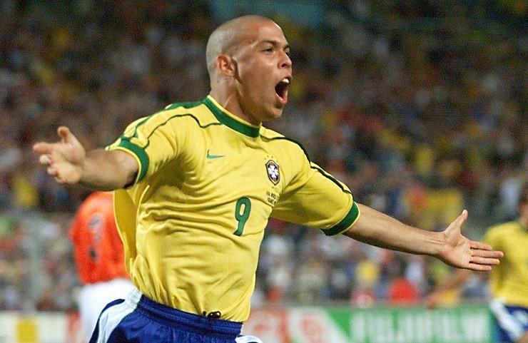 """""""Người ngoài hành tinh"""" Ronaldo rất mong đội bóng nhí Thái Lan sẽ được cứu ra an toàn khỏi hang động. Ảnh: GOAL"""
