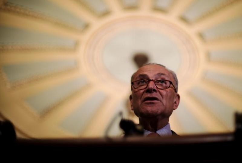Lãnh đạo phe thiểu số Dân chủ tại Thượng viện Chuck Schumer họp báo tại Quốc hội ngày 17-7 về một dự luật xem Nga là nước tài trợ khủng bố. Ảnh: REUTERS