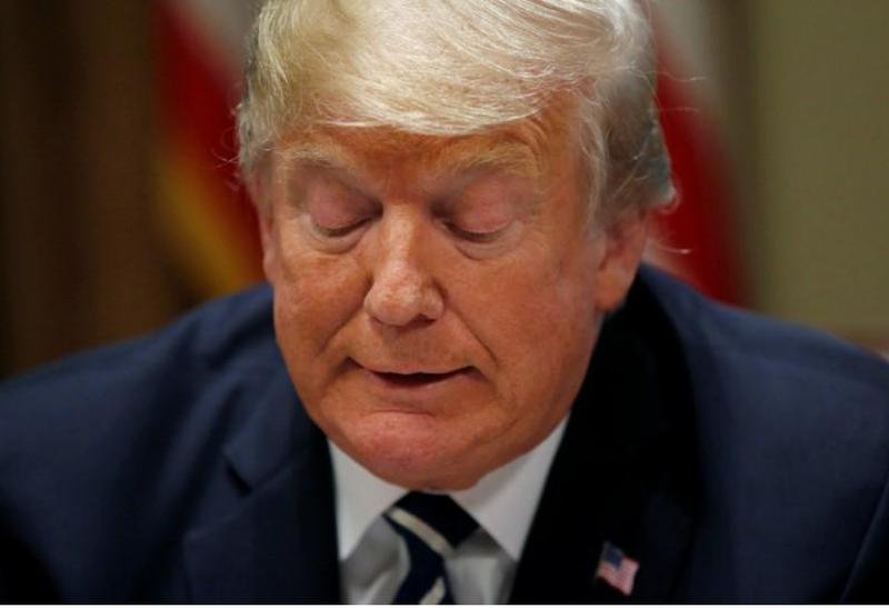 Ông Trump trong cuộc trao đổi với một số nghị sĩ Mỹ và báo chí tại Nhà Trắng ngày 17-7. Ảnh: REUTERS