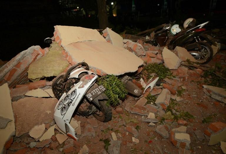 Cảnh đổ nát sau động đất mạnh 6,9 độ Richter ở đảo Lombok (Indonesia) tối 5-8. Ảnh: JAKARTA POST