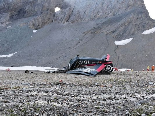 11 nam giới và 9 phụ nữ thiệt mạng trong vụ máy bay cổ rơi ở dãy Alps. Ảnh: AP