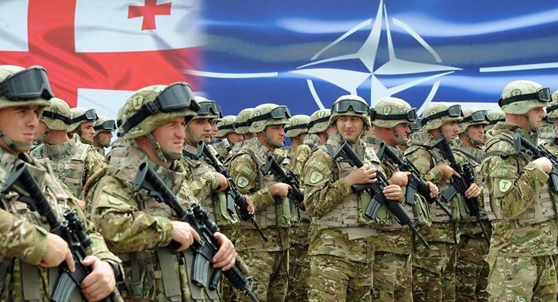 Binh sĩ Georgia trong buổi lễ khánh thành Trung tâm Huấn luyện và Đánh giá chung NATO-Georgian ở căn cứ huấn luyện quân sự Krtsanisi bên ngoài thủ đô Tbilisi (Georgia) ngày 27-8-2015. Ảnh: AP