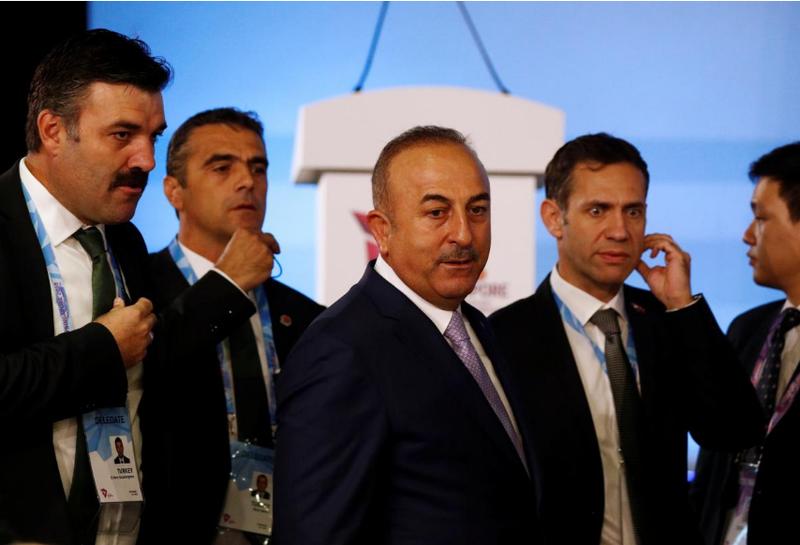 Ngoại trưởng Thổ Nhĩ Kỳ Mevlut Cavusoglu (giữa) đến tham dự hội nghị Các Bộ trưởng Ngoại giao ASEAN tại Singapore ngày 2-8. Ảnh: REUTERS