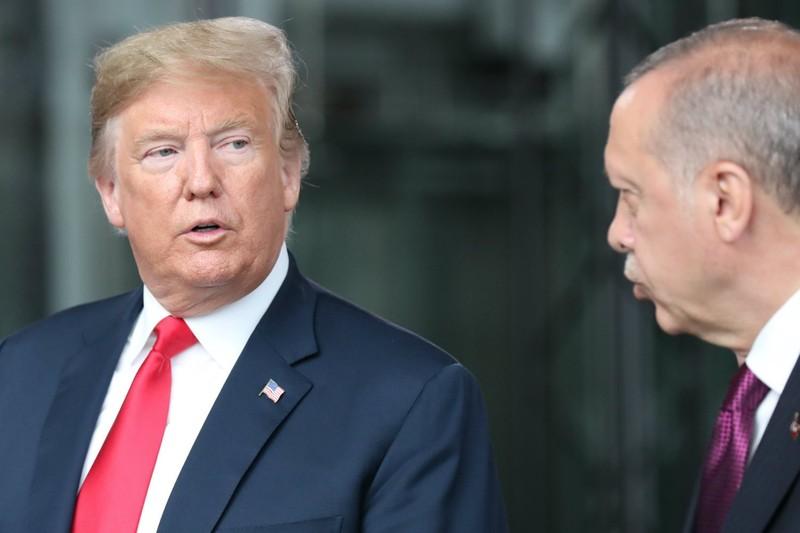 Tổng thống Mỹ Donald Trump (trái) và Tổng thống Thổ Nhĩ Kỳ Recep Tayyip Erdogan. Có ý kiến rằng bước trừng phạt của Mỹ cho thấy ông Erdogan đã chủ quan, đánh giá quá cao quan hệ riêng tư của mình với ông Trump. Ảnh:
