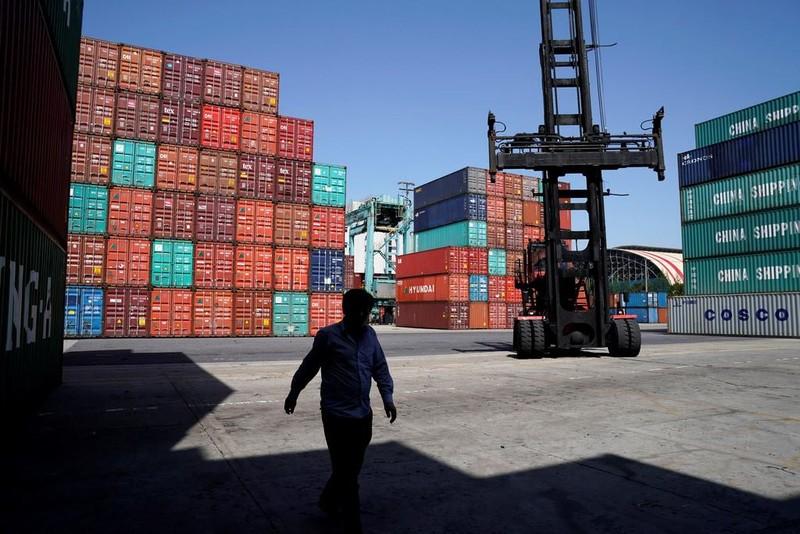 Các kiện hàng xuất khẩu tại một cảng ở Thượng Hải, Trung Quốc ngày 10-4-2018. Ảnh: REUTERS