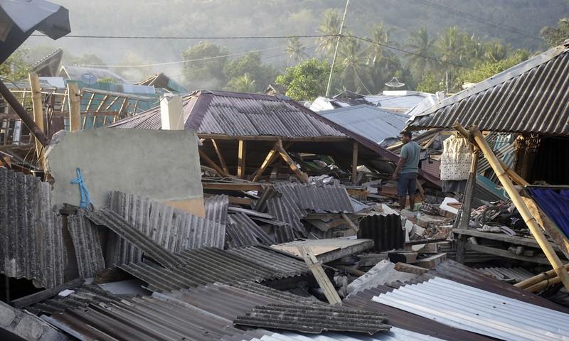 Đổ nát từ trận động đất thứ hai tối 5-8 vẫn ngổn ngang. Ảnh: AP