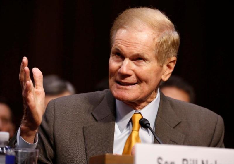 Thượng nghị sĩ Dân chủ Bill Nelson điều trần trước Ủy ban Tư pháp Thượng viện ngày 14-3 về một số đề xuất luật cải thiện an toàn trường học trước nạn xả súng hàng loạt. Ảnh: REUTERS