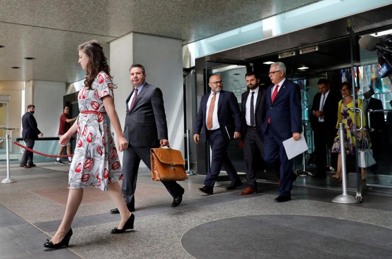 Thứ trưởng Ngoại giao Thổ Nhĩ Kỳ Sedat Onal (thứ hai từ trái sang) rời cuộc đàm phán tại trụ sở Bộ Ngoại giao Mỹ ở thủ đô Washington ngày 8-8. Ảnh: REUTERS