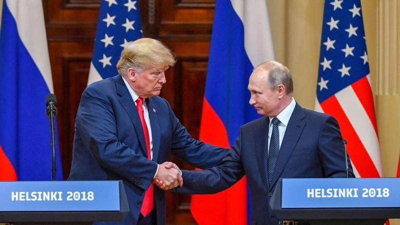 Tổng thống Mỹ Donald Trump và Tổng thống Nga Vladimir Putin trong cuộc gặp thượng đỉnh ngày 16-7 tại Helsinki (Phần Lan). Ảnh: REUTERS
