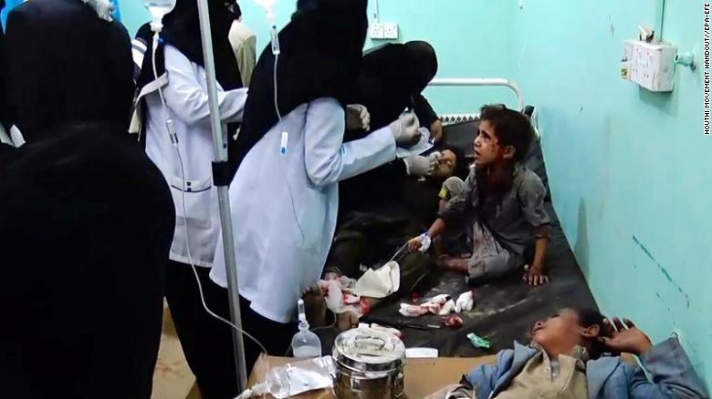 Nạn nhân trẻ em được cứu chữa tại bệnh viện. Ảnh: CNN