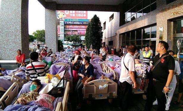 33 bệnh nhân và 3 nhân viên bệnh viện được sơ tán. Ảnh: AFP