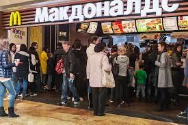 Một cửa hàng McDonald's tại thủ đô Moscow (Nga). Nga có thể sẽ gây khó cho hàng loạt công ty Mỹ hoạt động tại Nga như một cách trả đũa trừng phạt. Ảnh: ALAMY