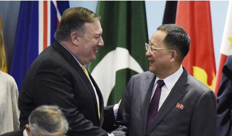 Đàm phán giải trừ hạt nhân Triều Tiên không được suôn sẻ như kỳ vọng. Ngoại trưởng Mỹ Mike Pompeo gặp Bộ trưởng Ngoại giao Triều Tiên Ro Yong-ho tại Triều Tiên tuần trước. Ảnh: AFP