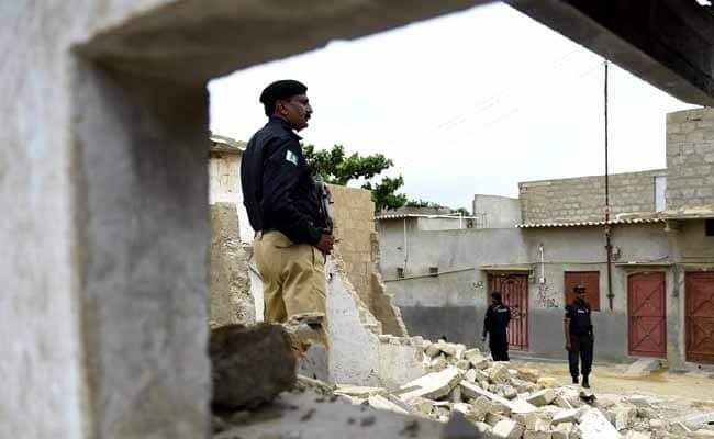 Cảnh sát Pakistan canh gác tại một địa điểm vừa xảy ra tấn công. Ảnh: NDTV