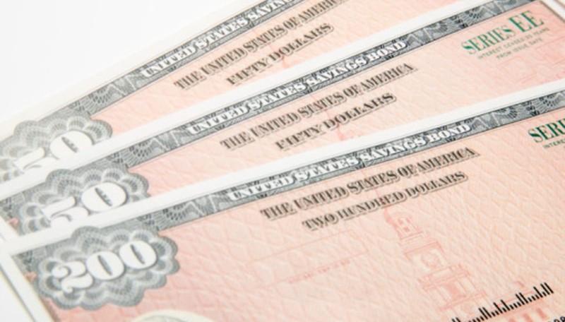 Chỉ trong 2 tháng Nga đã bán tháo 84% số lượng trái phiếu chính phủ Mỹ. Ảnh: POCKET SENSE