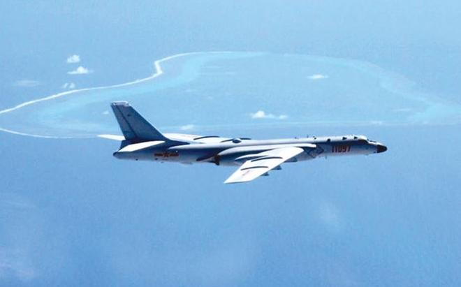 Máy bay ném bom H-6K của Trung Quốc từng được triển khai bay trên biển Đông. Ảnh: AFP