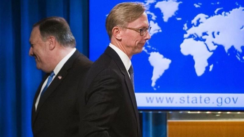 Ngoại trưởng Mỹ Mike Pompeo (trái) và Giám đốc Chính sách tại Bộ Ngoại giao Mỹ Brian Hook. Ảnh: AP