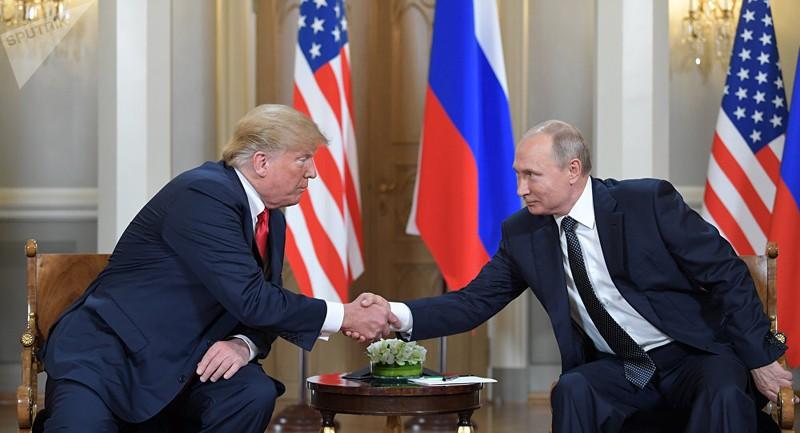 Tổng thống Mỹ Donald Trump (trái) và Tổng thống Nga Vladimir Putin (phải) trong thượng đỉnh tại Helsinki (Phần Lan) ngày 16-7. Ảnh: SPUTNIK