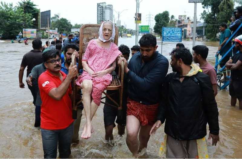 Sơ tán người dân. Ảnh: AFP
