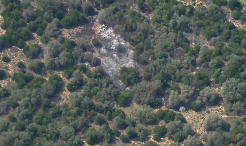 Chiếc máy bay quân sự T-38 Talon rơi ở một vùng đồi núi bang Oklahoma (Mỹ) chiều 17-8. Ảnh: KWTV News