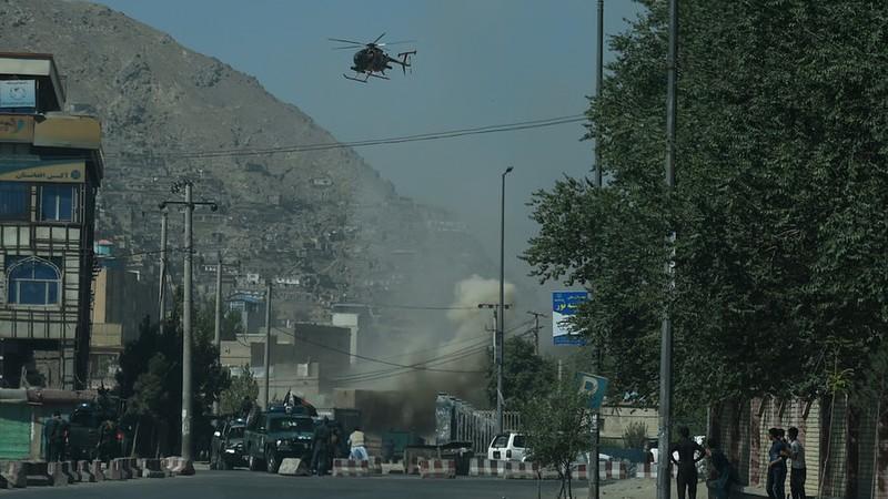 Xung đột giữa cảnh sát Afghanistan và phiến quân gần đền Eid Gah ở thủ đô Kabul (Afghanistan) ngày 21-8. Ảnh: RT