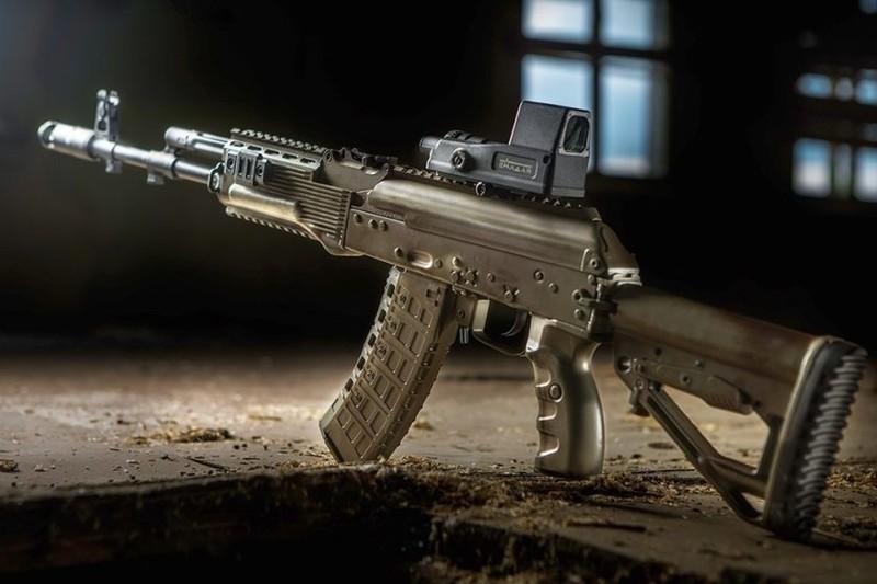 Nga đã tặng không cho Philippines hơn 5.000 khẩu súng trường tấn công Kalashnikov đã qua sử dụng. Ảnh: TASK & PURPOSE