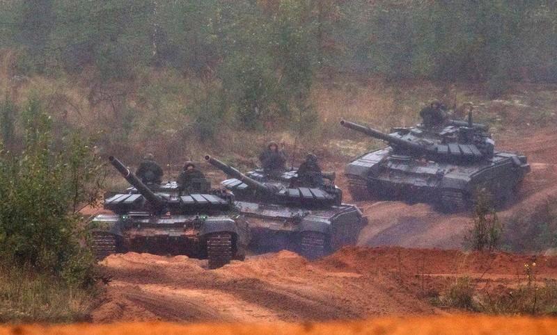 Ba xe tăng T-72B3 của Nga trong cuộc tập trận Zapad 2017 vào ngày 18-9-2017. Ảnh: AP