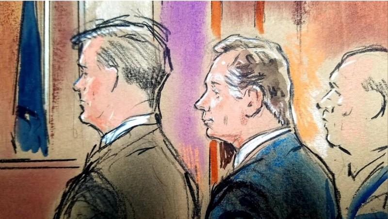 Ảnh phác họa ông Manafort (giữa) tại tòa án liên bang ở TP Alexandria, bang Virginia (Mỹ) ngày 21-8. Ảnh: REUTERS