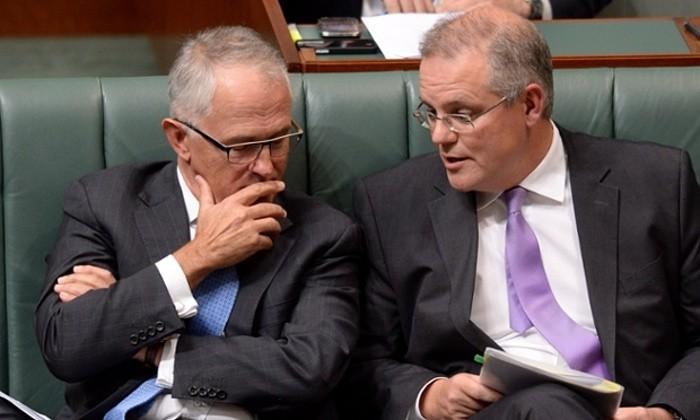 Hai ông Turnbull (trái) và Morrison thời còn làm việc chung. Ảnh: AUSTRALIAN