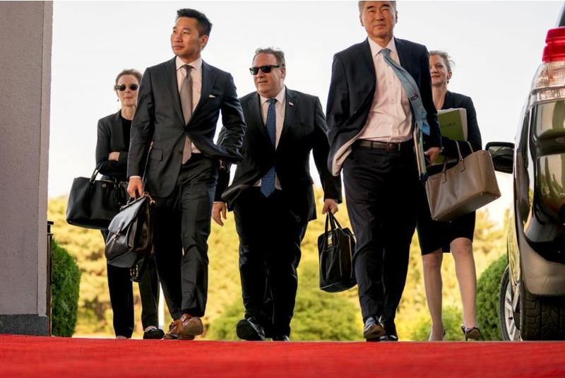 Ngoại trưởng Mỹ Mike Pompeo trở về nhà khách Park Hwa ở Bình Nhưỡng sau cuộc gặp với Phó Chủ tịch đảng Lao động Triều Tiên Kim Yong-chol, trong chuyến sang Triều Tiên ngày 6-7. Ảnh: REUTERS