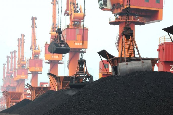 Trung Quốc vừa áp mức thuế nhập khẩu 25% lên than Mỹ. Ảnh: REUTERS
