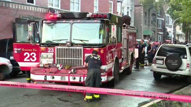 Một lính cứu hỏa bị thương khi chữa cháy. Ảnh: FOX NEWS