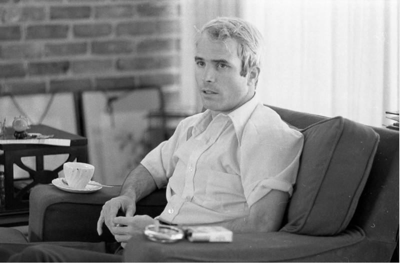 Cựu binh John McCain trong cuộc trả lời phỏng vấn ngày 24-4-1973, khoảng một tháng sau khi trở về Mỹ từ Việt Nam. Ảnh: GETTY IMAGES
