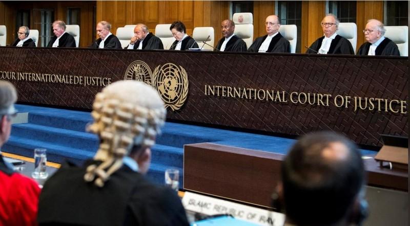 Thành viên Tòa án Công lý Quốc tế tại phiên tòa ngày 27-8 ở The Hague (Hà Lan). Ảnh: REUTERS
