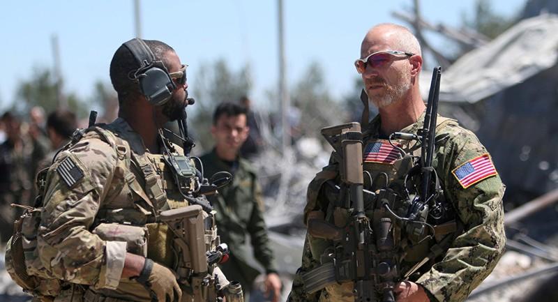 Lính Mỹ tại trụ sở lực lượng các tay súng người Kurd ở TP Malikiya, tỉnh  Al-Hasakah (Syria) năm 2017. Ảnh: REUTERS