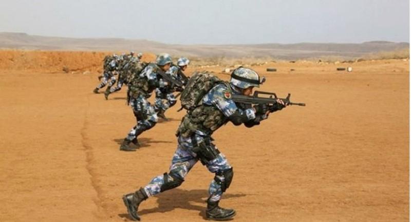 Binh sĩ Trung Quốc tập trận gần căn cứ ở Djibouti. Ảnh: PLA NAVY
