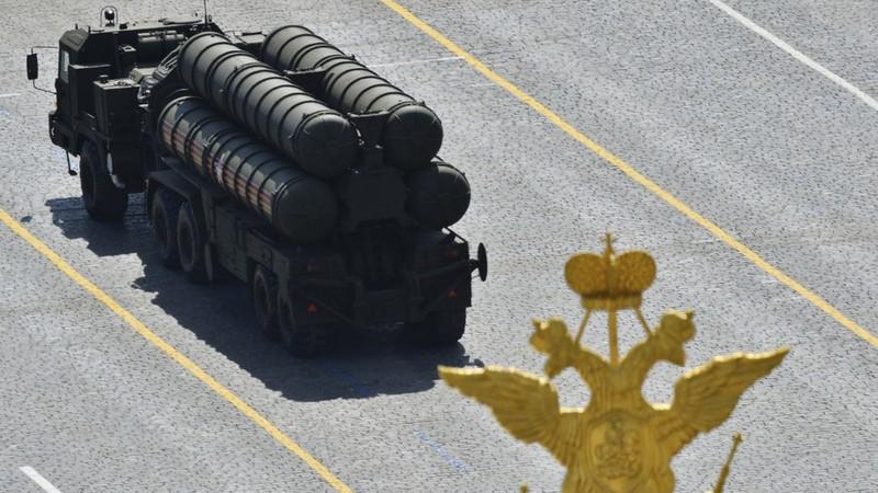 Hệ thống tên lửa phòng thủ S-400 của Nga. Ảnh: REUTERS