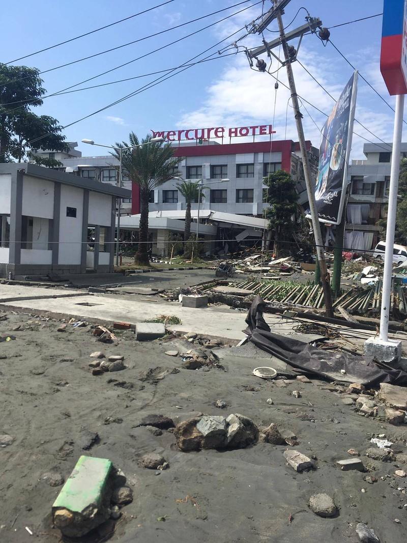 Khách sạn Mercure bị sập sau thảm họa. Ảnh: NG KOK CHOONG