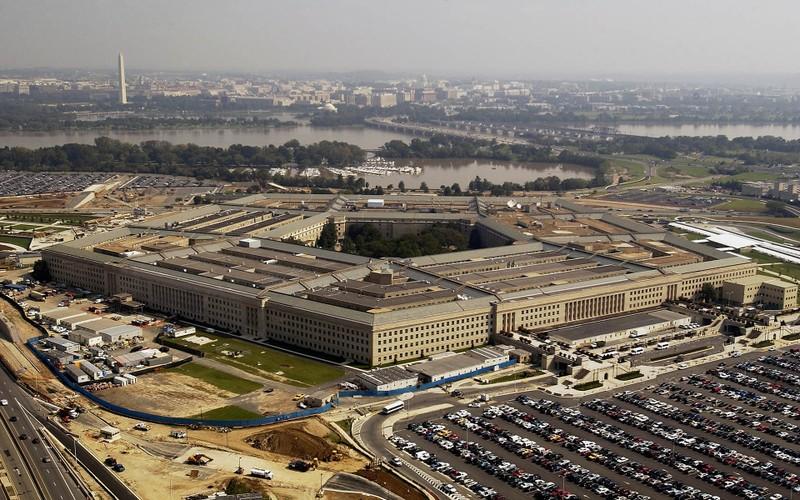 Bộ Quốc phòng Mỹ cũng nhận hai phong bì nghi chứa chất độc. Ảnh: BITCOINIST