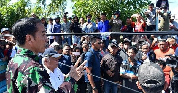 Tổng thống Joko Widodo đến Palu ngày 30-9. Ảnh: TWITTER