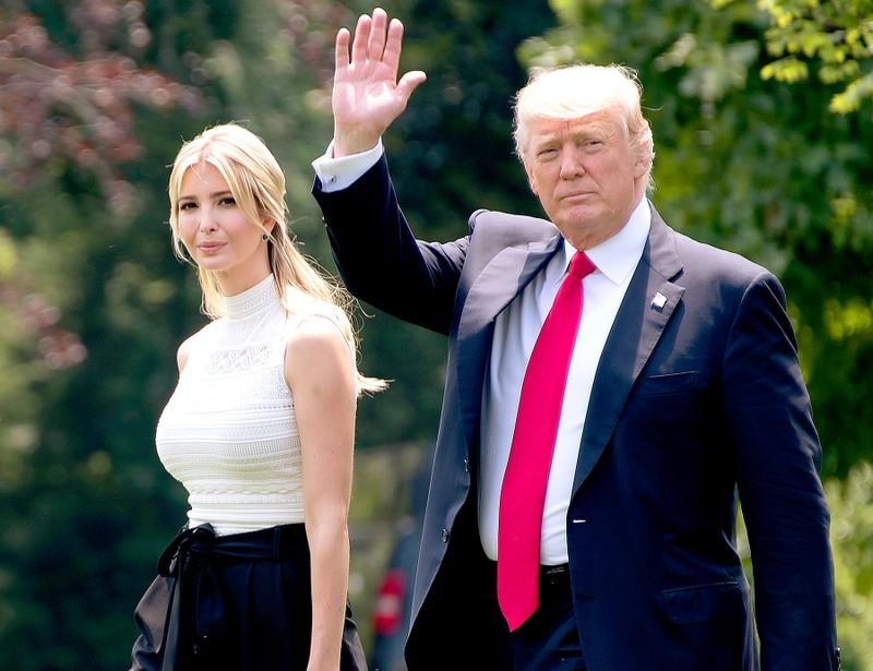 Cô Ivanka Trump và cha là Tổng thống Mỹ Donald Trump. Ảnh: US WEEKLY