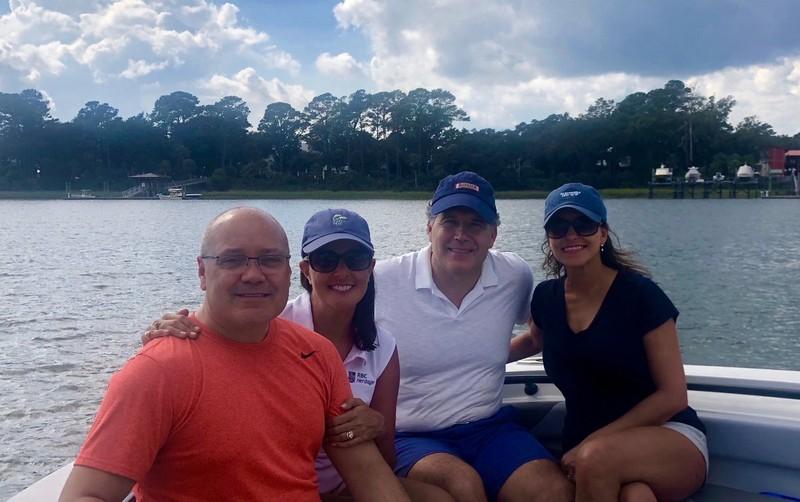 Vợ chồng bà Dina Powell (trái) và vợ chồng bà Nikki Haley tại bang South Carolina (Mỹ) tuần trước. Ảnh: TWITTER