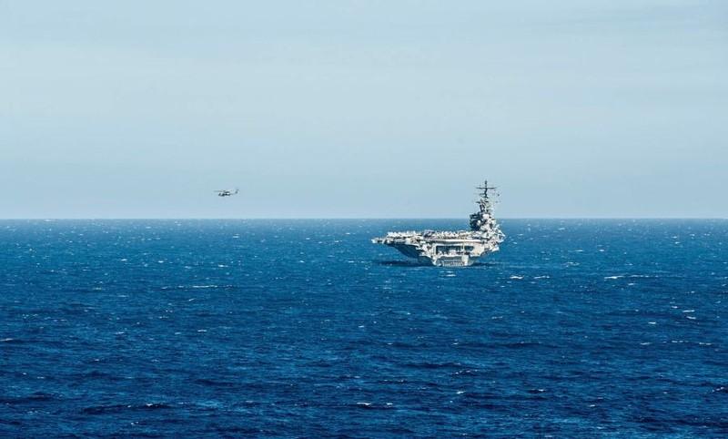 Một chiếc trực thăng MH-60R Seahawk cất cánh từ tàu sân bay USS Ronald Reagan tháng 6-2016 ở biển Đông. Ảnh: US NAVY
