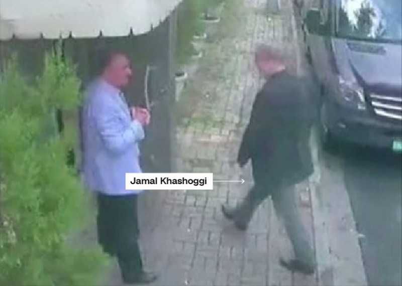 1 giờ 14 phút chiều 2-10: Nhà báo Khashoggi bước vào lãnh sự quán Saudi ở Istanbul (Thổ Nhĩ Kỳ). Ảnh: CNN