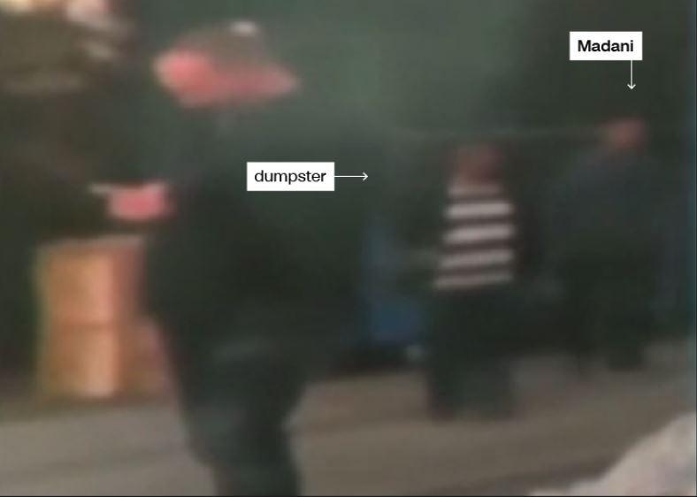 (Không rõ thời gian) Ông Madani (phải) và người đồng sự được cho vừa vứt túi nhựa được cho đựng quần áo nhà báo Khashoggi vào thùng rác. Ảnh: CNN