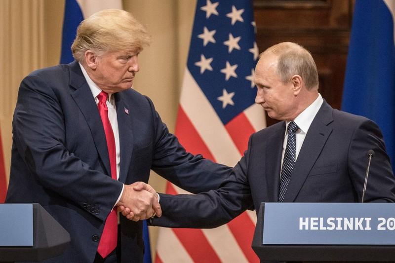 Tổng thống Mỹ Donald Trump (trái) và Tổng thống Nga Vladimir Putin trong cuộc gặp thượng đỉnh lần đầu tại Helsinki (Phần Lan) hồi tháng 7. Ảnh: VOX